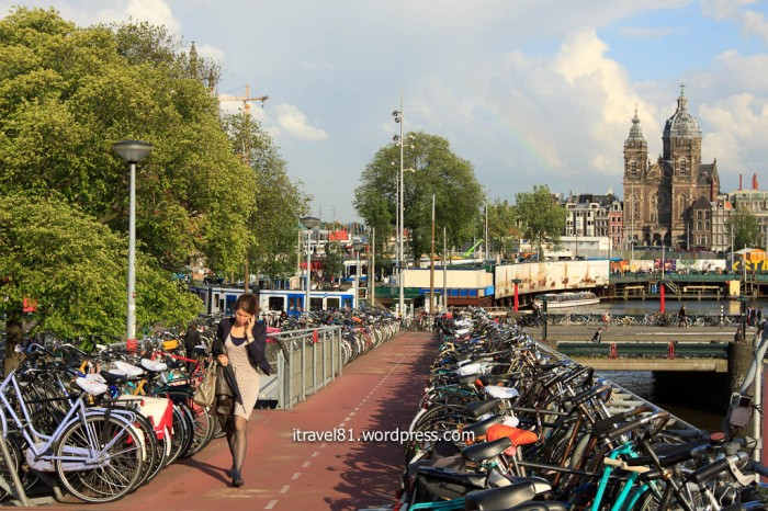 Amsterdam 3-level cycle parking